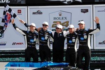 1. #10 Konica Minolta Cadillac DPi-V.R. Cadillac DPi, DPi: Renger Van Der Zande, Ryan Briscoe, Scott Dixon, Kamui Kobayashi, mit Wayne Taylor