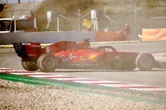 Sebastian Vettel, Ferrari SF1000 spins out