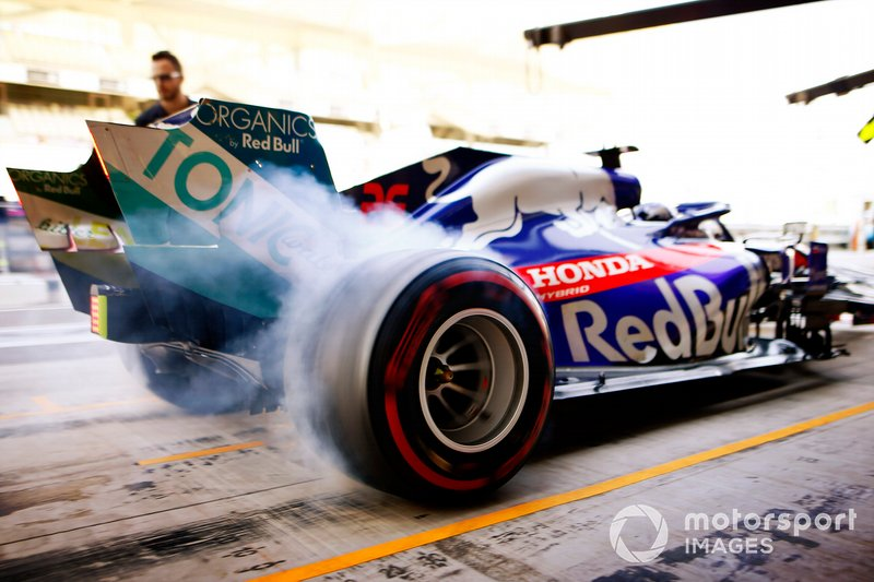 Daniil Kvyat, Toro Rosso STR14 sale de boxes