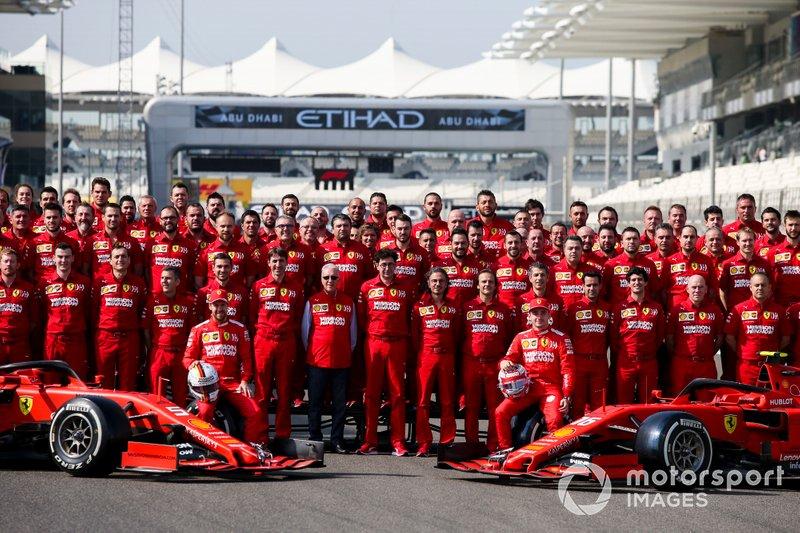 Foto ufficiale del Team Ferrari, che include Sebastian Vettel, Ferrari, Charles Leclerc, Ferrari, Mattia Binotto, Team Principal Ferrari e Laurent Mekies, Direttore Sportivo, Ferrari