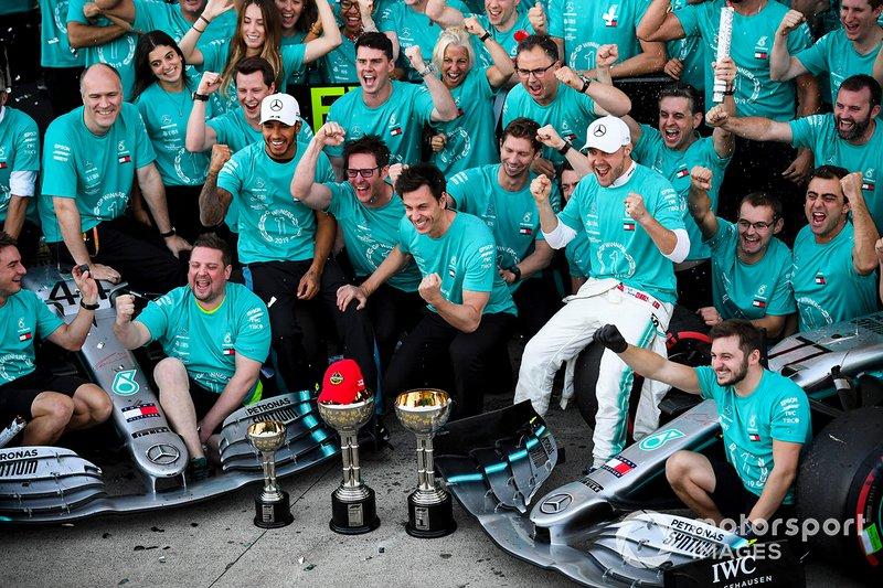 Lewis Hamilton, Mercedes AMG F1 et le vainqueur Valtteri Bottas, Mercedes AMG F1