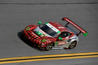 #9 PFAFF Motorsports Porsche 911 GT3 R, GTD: Dennis Olsen, Zacharie Robichon, Lars Kern, Patrick Pilet