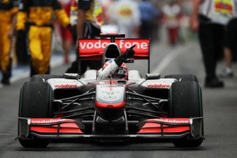 Race winner Jenson Button, McLaren MP4/25
