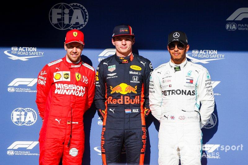 Sebastian Vettel, Ferrari, il poleman Max Verstappen, Red Bull Racing e Lewis Hamilton, Mercedes AMG F1, durante la conferenza stampa