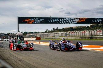 Lucas Di Grassi, Audi Sport ABT Schaeffler, Audi e-tron FE06, Robin Frijns, Envision Virgin Racing, Audi e-tron FE06 in the pit lane