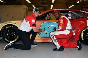 Chase Elliott, Hendrick Motorsports, Chevrolet Camaro LLumar and Alan Gustafson