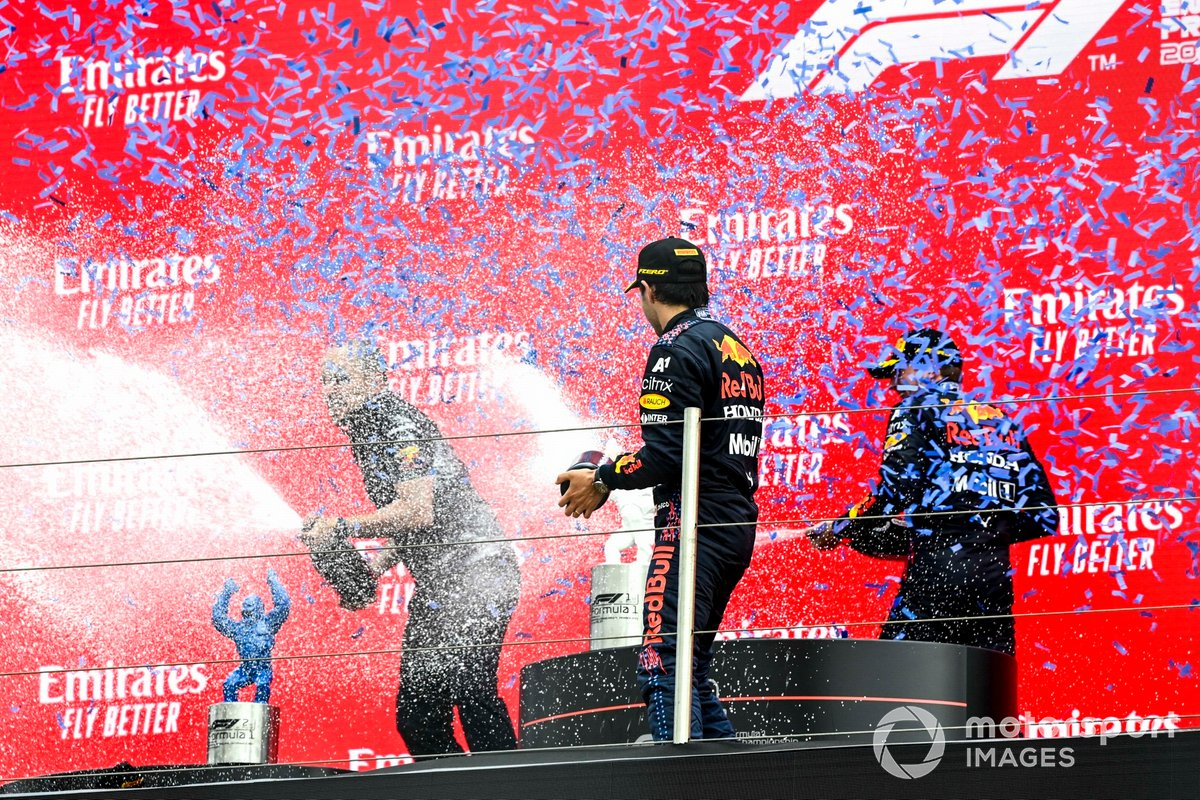 Podio: Gianpiero Lambiase, Ingeniero de carreras de Red Bull Racing, tercer lugar Sergio Pérez, Red Bull Racing, ganador de la carrera Max Verstappen, Red Bull Racing
