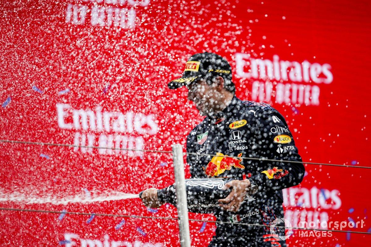Sergio Perez, Red Bull Racing, 3° posto, sul podio
