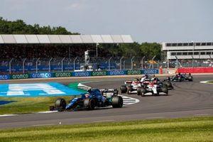 Esteban Ocon, Alpine A521, Kimi Raikkonen, Alfa Romeo Racing C41, et Antonio Giovinazzi, Alfa Romeo Racing C41