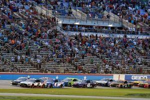 Brad Keselowski, Team Penske, Ford Mustang Discount Tire and Kyle Larson, Hendrick Motorsports, Chevrolet Camaro HendrickCars.com