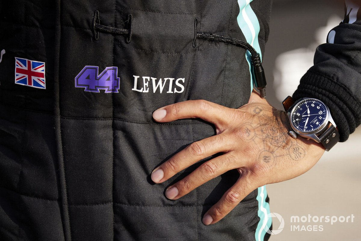 Detalle del reloj y la mano de Lewis Hamilton, Mercedes