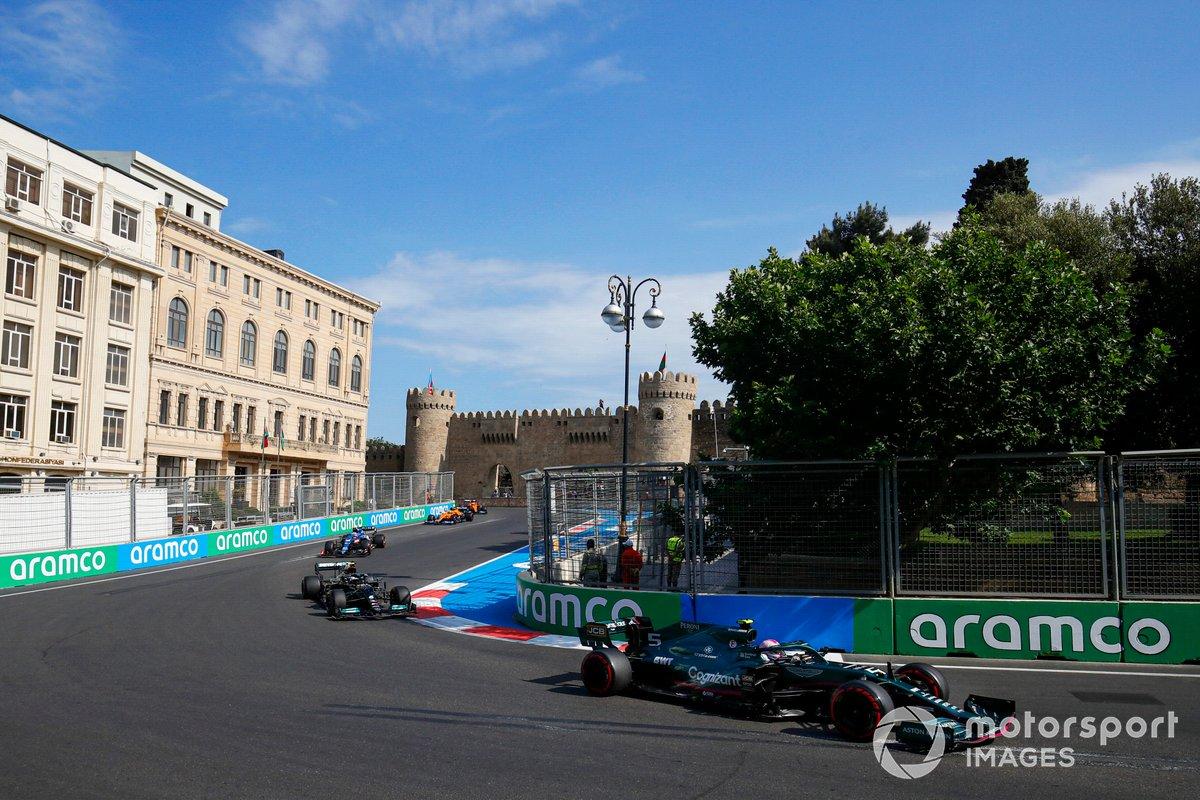 Sebastian Vettel, Aston Martin AMR21, Valtteri Bottas, Mercedes W12, Esteban Ocon, Alpine A521