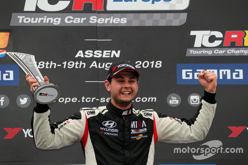 Podio: il vincitore della gara Dániel Nagy, M1RA Hyundai i30 N TCR