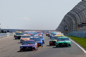 Denny Hamlin, Joe Gibbs Racing, Toyota Camry FedEx Ground and Kyle Busch, Joe Gibbs Racing, Toyota Camry M&M's Flavor Vote Winner green flag start