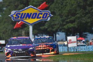 Denny Hamlin, Joe Gibbs Racing, Toyota Camry FedEx Ground, Chase Elliott, Hendrick Motorsports, Chevrolet Camaro SunEnergy1
