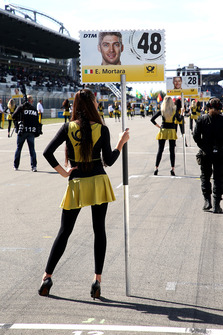 Grid girl van Edoardo Mortara, Mercedes-AMG Team HWA
