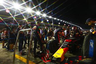 Red Bull team prepareert de wagen van Max Verstappen, Red Bull Racing RB14