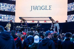 Jungle perform on the F1 stage