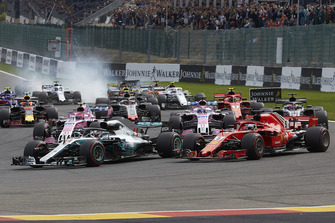 Lewis Hamilton, Mercedes AMG F1 W09, leads Sebastian Vettel, Ferrari SF71H, Esteban Ocon, Racing Point Force India VJM11, Sergio Perez, Racing Point Force India VJM11, Romain Grosjean, Haas F1 Team VF-18, and the rest of the field at the start of the race