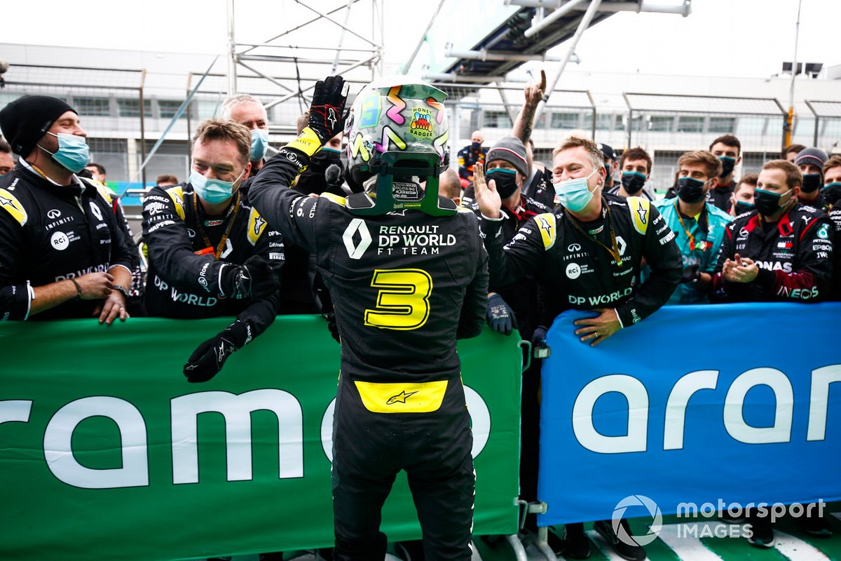 Daniel Ricciardo, Renault F1, 3rd position, celebrates with his team in Parc Ferme