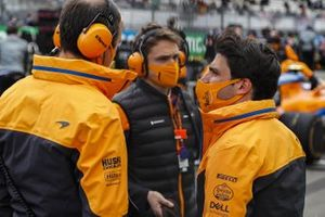 Carlos Sainz Jr., McLaren, talks with his engineer on the grid
