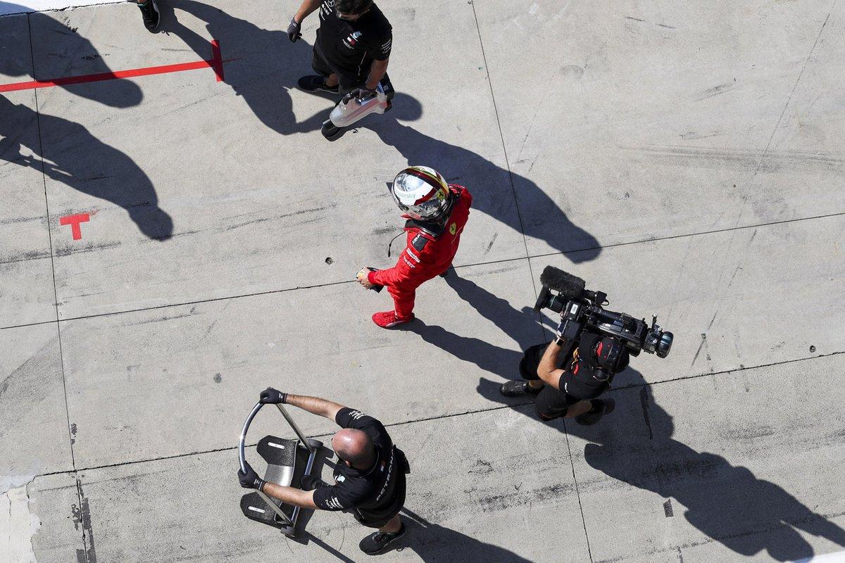 Себастьян Феттель, Ferrari, на пит-лейне