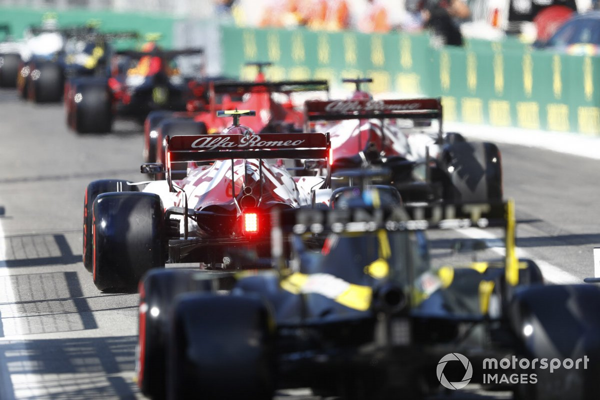 Antonio Giovinazzi, Alfa Romeo Racing C39, Daniel Ricciardo, Renault F1 Team R.S.20
