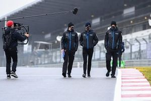 Nicholas Latifi, Williams Racing walks the track with members of his team