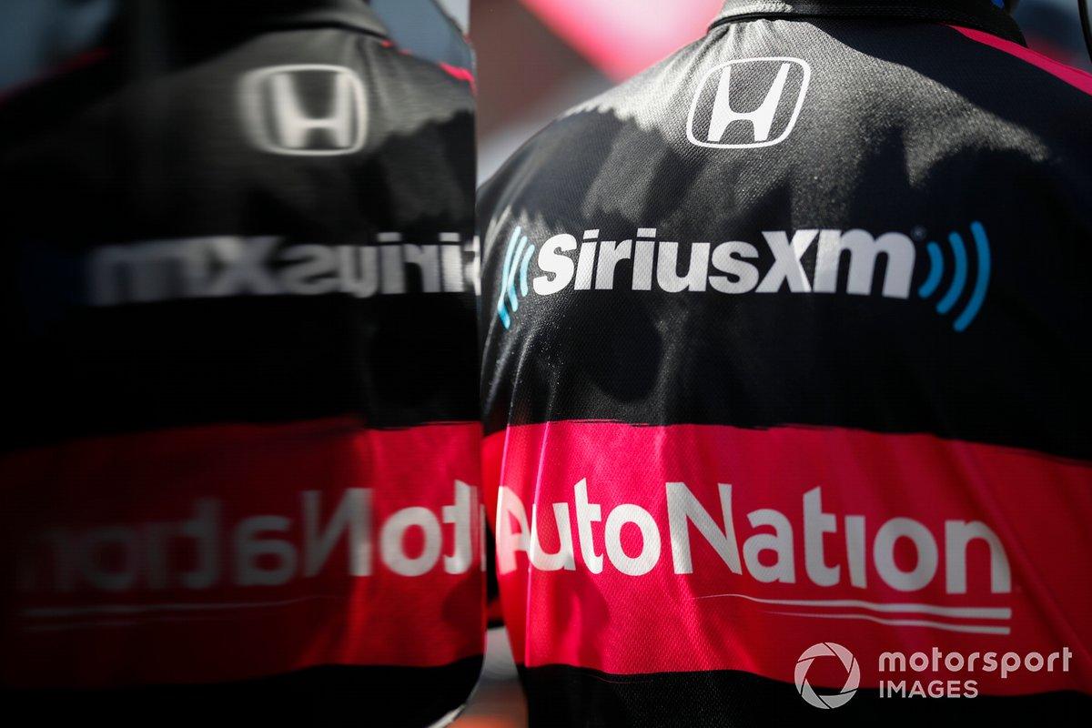 Jack Harvey, Meyer Shank Racing Honda, reflejo del logo de la tripulación