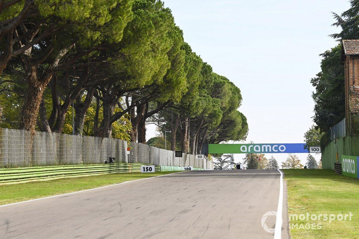 Segnaletica degli sponsor sul circuito