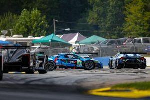 #57 Heinricher Racing avec MSR Curb-Agajanian Acura NSX GT3, GTD: Alvaro Parente, Misha Goikhberg, Trent Hindman, fait un tête à queue