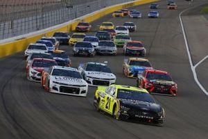 #21: Matt DiBenedetto, Wood Brothers Racing, Ford Mustang Menards/Duracell, #88: Alex Bowman, Hendrick Motorsports, Chevrolet Camaro LLUMAR