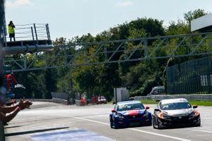 Pepe Oriola, Brutal Fish Racing Team, Honda Civic Type R TCR, vince la gara davanti a Julien Briché, JSB Compétition, Peugeot 308 TCR