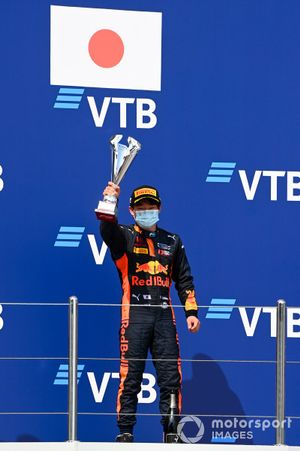 Yuki Tsunoda, Carlin celebrate on the podium with the trophy