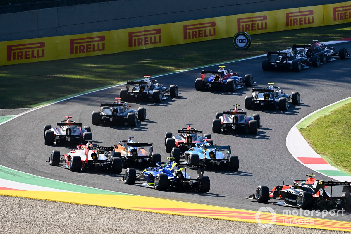 Oscar Piastri, Prema Racing, David Schumacher, Carlin BUZZ RACING e Bent Viscaal, MP Motorsport alla partenza della gara