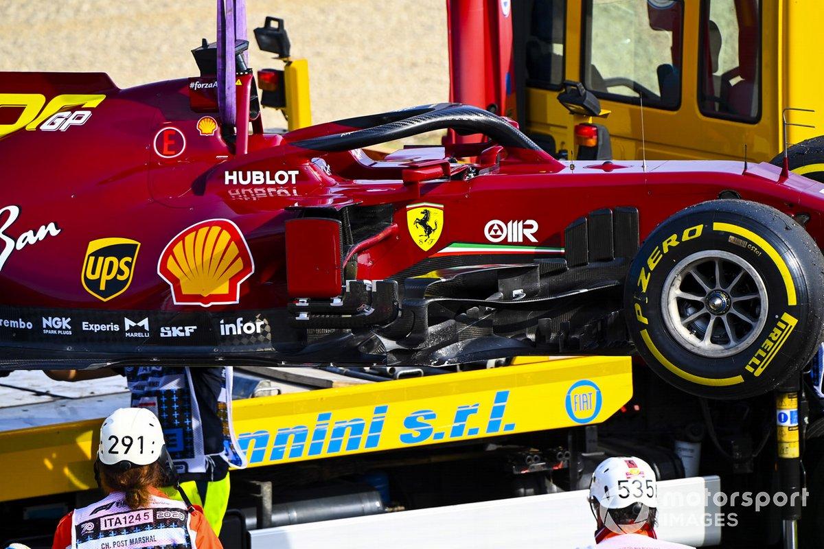 L'auto di Sebastian Vettel, Ferrari SF1000, viene caricata su un camion