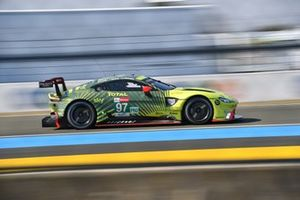 Aston Martin Vantage AMR №97 команды Aston Martin Racing: Алекс Линн, Максим Мартен, Гарри Тинкнелл