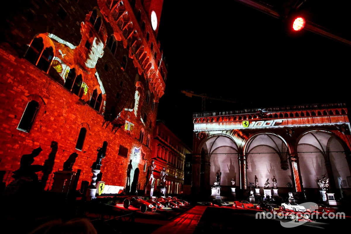 Ambiente de la celebración de los 1000 GP de Ferrari