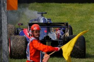 Daniil Kvyat, Toro Rosso STR14, parks up as a marshall waves a yellow flag