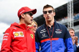 Sebastian Vettel, Ferrari, en Daniil Kvyat, Toro Rosso