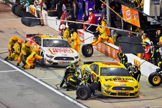 Ryan Blaney, Team Penske, Ford Mustang Menards/Pennzoil and Ryan Newman, Roush Fenway Racing, Ford Mustang Oscar Mayer / Velveeta