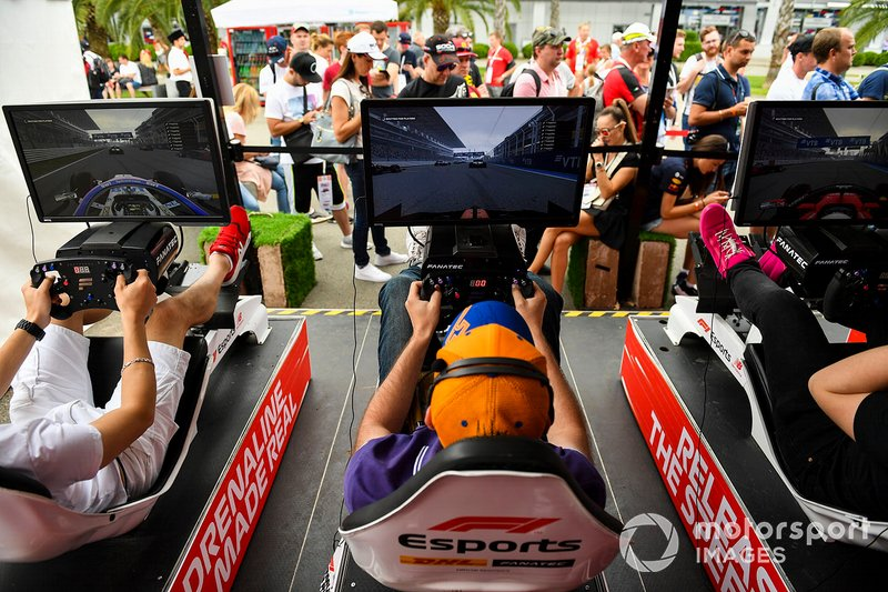 Fans use e-sports simulators