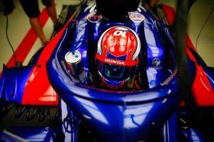 Daniil Kvyat, Toro Rosso, in de garage