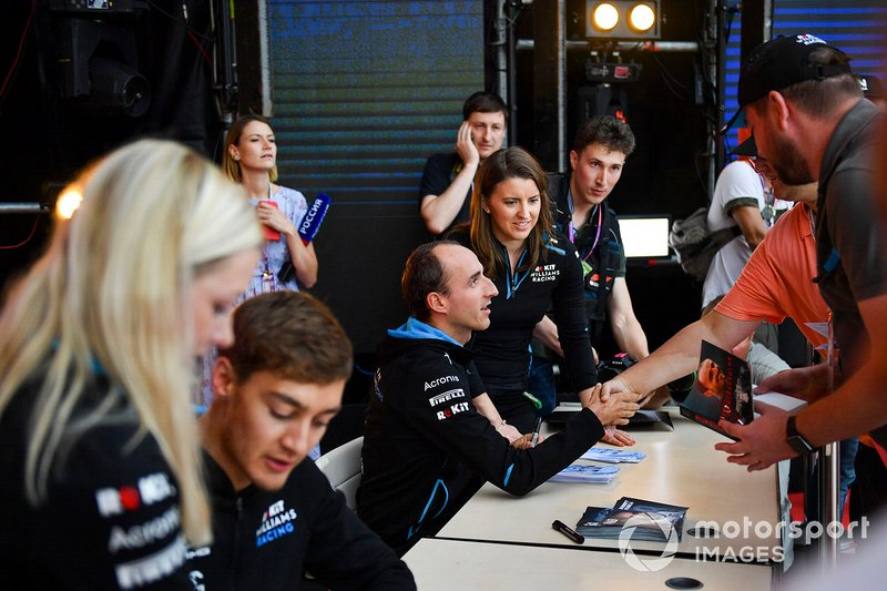 George Russell, Williams Racing, and Robert Kubica, Williams Racing, meet fans