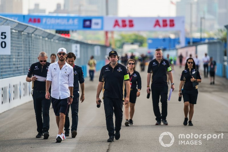 Jean-Eric Vergne, DS TECHEETAH, on a track walk with the team