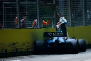 George Russell, Williams Racing FW42 fuera de la carrera