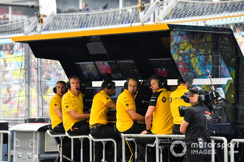 The Renault team on the pit wall