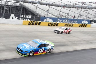 Ryan Blaney, Team Penske, Ford Mustang PPG, Corey LaJoie, Go FAS Racing, Ford Mustang Drydene