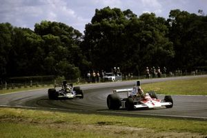 Emerson Fittipaldi, McLaren M23 leads Ronnie Peterson, Lotus 72E