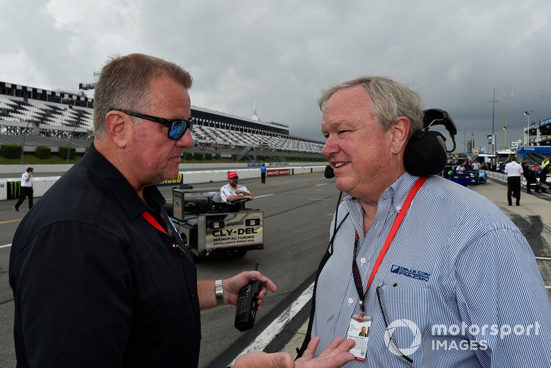 Dale Coyne (right) with IndyCar president Jay Frye.